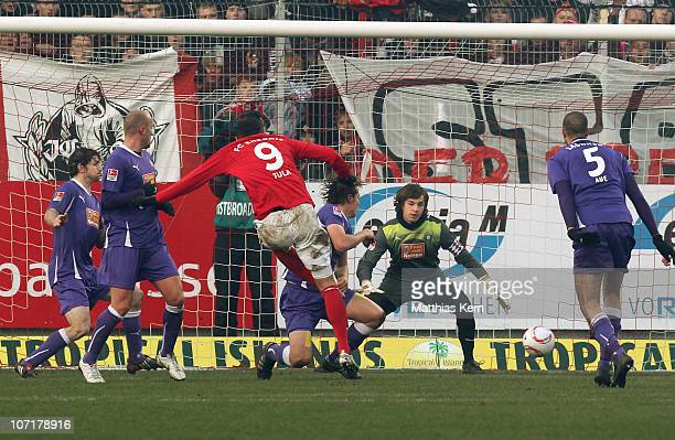 Emil Jula of Cottbus scores the third goal during the Second Bundesliga match between FC Energie Cottbus and Erzgebirge Aue at Stadion der...