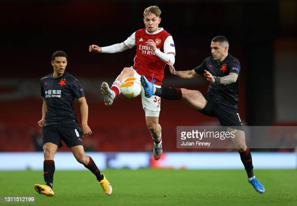 Emile Smith Rowe of Arsenal battles for possession with Nicolae Stanciu of Slavia Praha during the UEFA Europa League Quarter Final First Leg match...