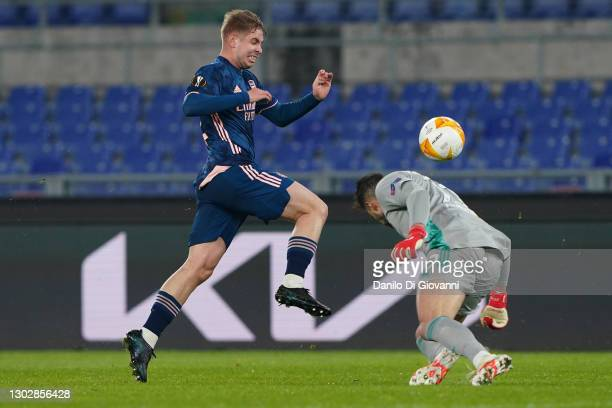 Emile Smith Rowe of Arsenal fights with Helton Leite of SL Benfica during the UEFA Europa League Round of 32 match between SL Benfica and Arsenal FC...