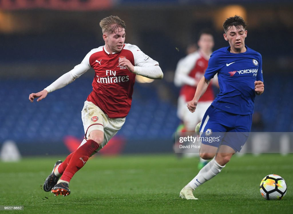 Emile Smith Rowe Of Arsenal Takes On Billy Gilmour Of Chelsea During News Photo Getty Images