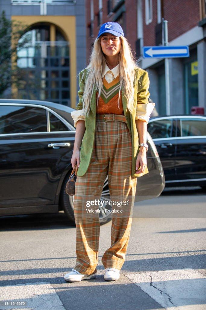 Street Style - Day 2 - Milan Fashion Week - Spring / Summer 2022 : Nachrichtenfoto