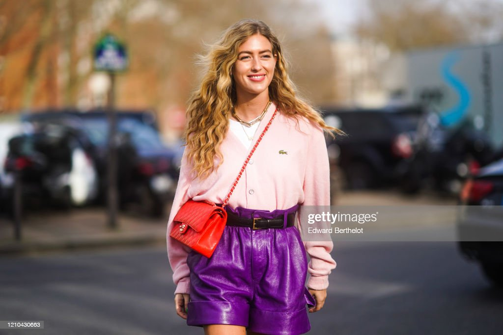 Street Style  - Paris Fashion Week - Womenswear Fall/Winter 2020/2021 : Day Nine : News Photo