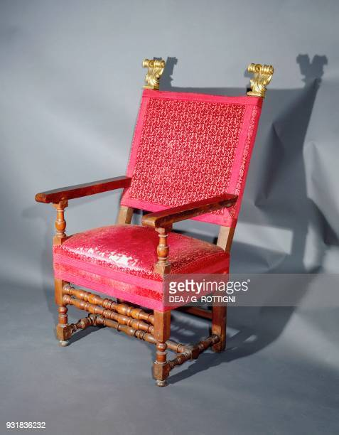 Emilian spool armchair from the early 17th century with upholstered seat and back Italy 17th century