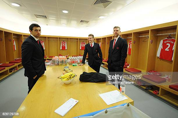 Emiliano Martinez Rob Holding and Per Mertesacker of Arsenal in the home changing room before the Premier League match between Arsenal and AFC...