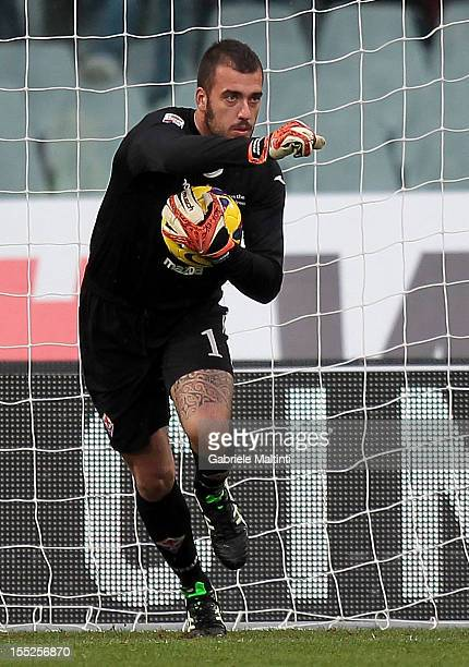 Emiliano Viviano of ACF Fiorentina in action during the Serie A match between ACF Fiorentina and SS Lazio at Stadio Artemio Franchi on October 28...