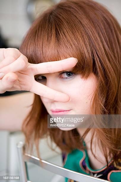 Emilie Dequenne In Paris Paris 28 février 2009 Emilie DEQUENNE 27 ans pose pour 'Paris Match' dans un appartement du XVIème arrondissement à...