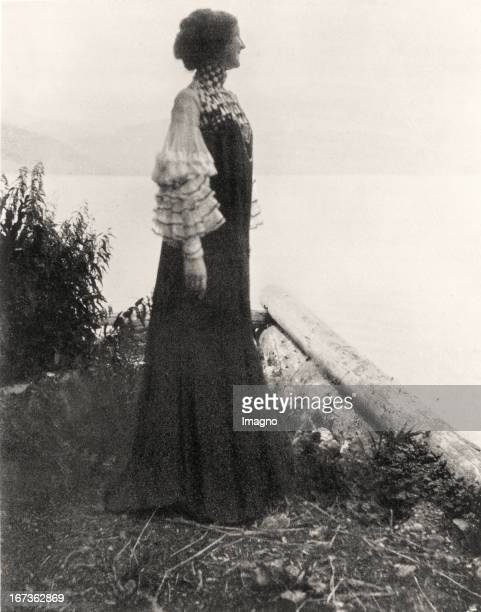 Emilie Floege in a reform dress Weissenbach Lake Attersee Photograph by Gustav Klimt 1906 Emilie Flöge in einem von Gustav Klimt entworfenen...