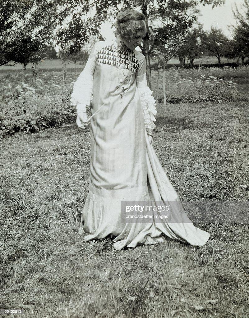 Emilie Floege in a dress designed by Klimt : News Photo