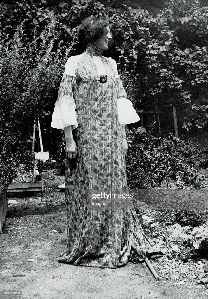 Emilie Floege in summer dress (dress VIII, with wine tendrils pattern). From series of 'hanging' dresses, designed by Klimt and Floege. Photography by Klimt 1906. Published in: German Art and Decoration, volume 19, p. 65f. Darmstadt: 1906/07. (Photo by Imagno/Getty Images) [Emilie Floege in einem Sommer-Kleid (Haengekleid