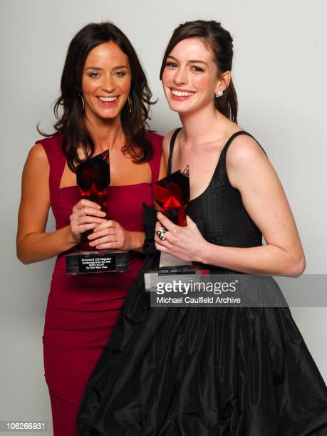 "Emily Blunt and Anne Hathaway, winners Star of the Year Awards for ""The Devil Wears Prada"""