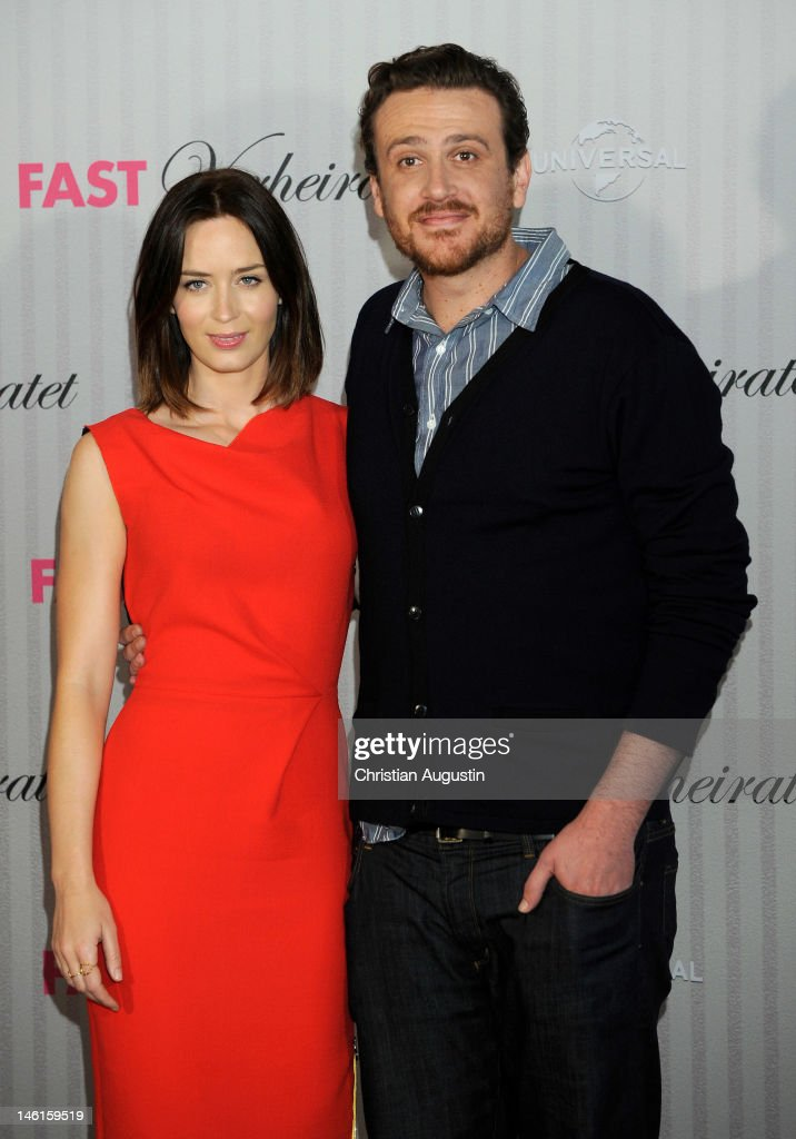 Emily Blunt and Jason Segel attend 'The Five-Year Engagement' Photocall (Fast verheiratet) at Hotel Park Hyatt on June 11, 2012 in Hamburg, Germany.
