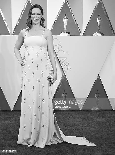 Emily Blunt arrives at the 88th Annual Academy Awards at Hollywood Highland Center on February 28 2016 in Hollywood California