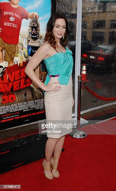 Emily Blunt arrives at the Los Angeles Premiere of 'Gulliver's Travels' at Grauman's Chinese Theatre on December 18 2010 in Hollywood California