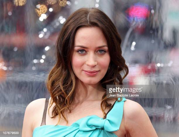 Emily Blunt arrives at the premiere of 'Gulliver's Travels' at Grauman's Chinese Theatre on December 18 2010 in Hollywood California