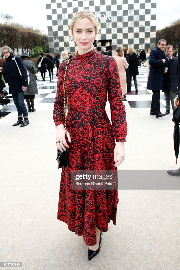 emily-blunt-attends-the-christian-dior-haute-couture-spring-summer-picture-id908766946