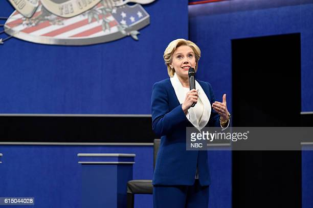 LIVE Emily Blunt Episode 1707 Pictured Kate McKinnon as Democratic Presidential Candidate Hillary Clinton during the Debate Cold Open sketch on...