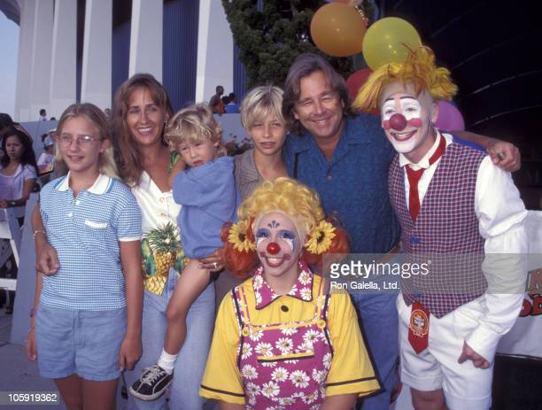 Emily Bridges Wendy Treece Bridges Ezekiel Bridges Dylan Bridges and Beau Bridges with clowns