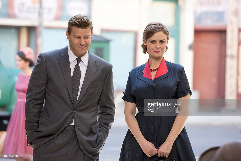Emily Deschanel (R) and David Boreanaz in the 'The 200th in the 10th' 200th episode of BONES airing Thursday, Dec. 11, 2014 (8:00-9:00 PM ET/PT) on FOX.