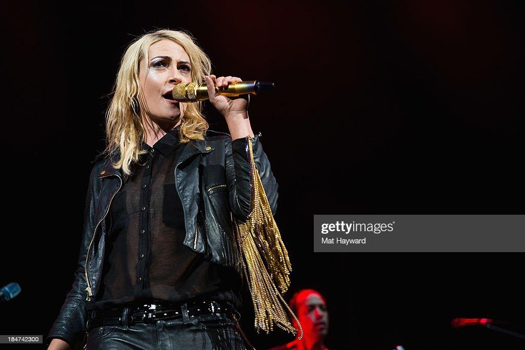 Metric With HelloGoodbye In Concert - Seattle, WA