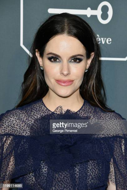 Emily Hampshire attends the 25th Annual Critics' Choice Awards held at Barker Hangar on January 12, 2020 in Santa Monica, California.