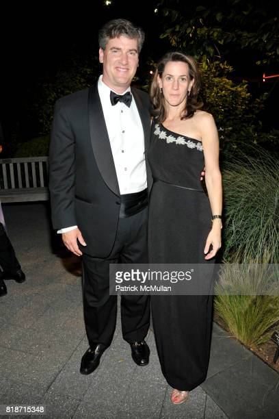 Emily Knight and Paul Knight attend THE CONSERVATORY BALL at The New York Botanical Garden on June 3 2010 in New York City