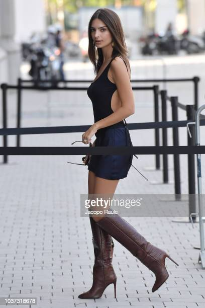 Emily Ratajkowski arrives at the Versace show during Milan Fashion Week Spring/Summer 2019 on September 21 2018 in Milan Italy