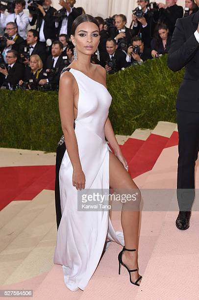 Emily Ratajkowski arrives for the 'Manus x Machina Fashion In An Age Of Technology' Costume Institute Gala at Metropolitan Museum of Art on May 2...