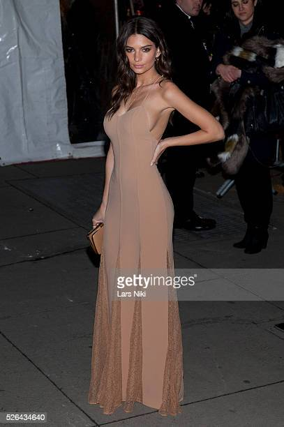 Emily Ratajkowski attends the '2016 amfAR' New York Gala outside arrivals at Cipriani Wall Street in New York City �� LAN