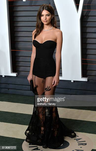 Emily Ratajkowski attends the 2016 Vanity Fair Oscar Party hosted By Graydon Carter at Wallis Annenberg Center for the Performing Arts on February 28...