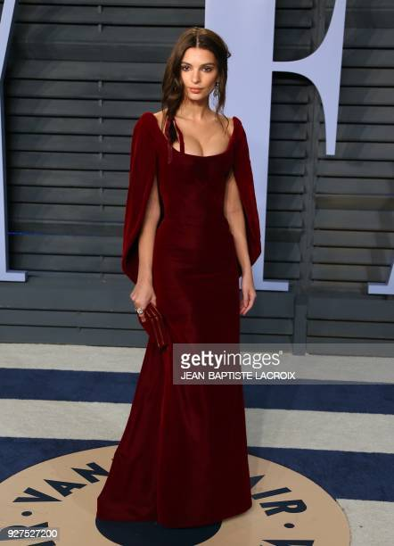 Emily Ratajkowski attends the 2018 Vanity Fair Oscar Party following the 90th Academy Awards at The Wallis Annenberg Center for the Performing Arts...