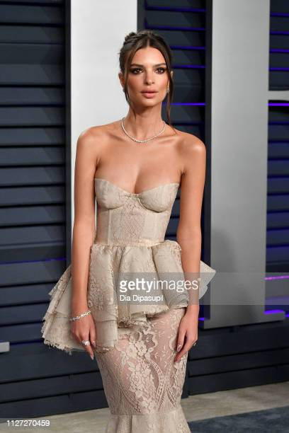 Emily Ratajkowski attends the 2019 Vanity Fair Oscar Party hosted by Radhika Jones at Wallis Annenberg Center for the Performing Arts on February 24...
