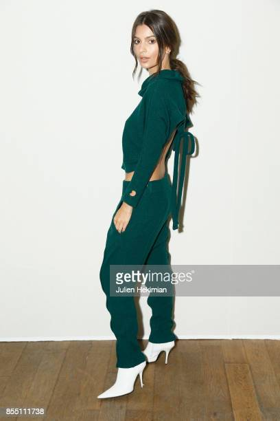 Emily Ratajkowski attends the Paco Rabanne show as part of the Spring Summer 2018 Womenswear Show at Grand Palais on September 28, 2017 in Paris,...