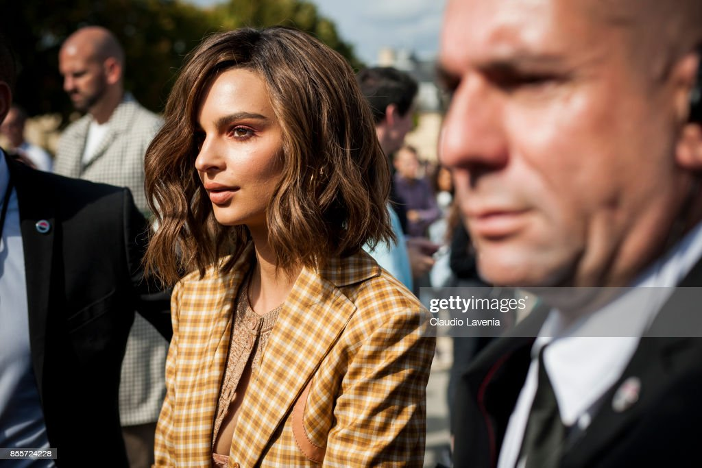 Street Style : Paris Fashion Week Womenswear Spring/Summer 2018 : Day Four : Photo d'actualité