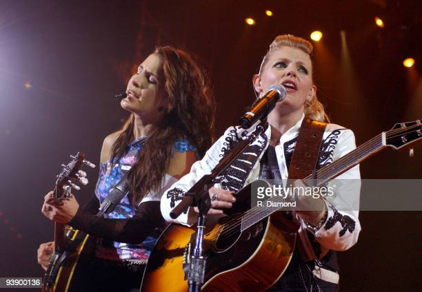 Emily Robison and Natalie Maines of Dixie Chicks