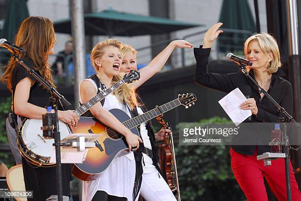 Emily Robison Natalie Maines and Martie Maguire of the Dixie Chicks with Diane Sawyer