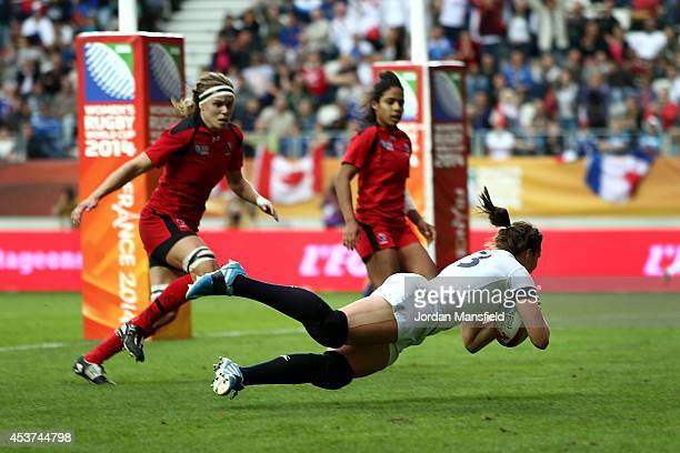 Emily Scarratt of England dives to touch down a try during the IRB Women's Rugby World Cup 2014 Final between England and Canada at Stade JeanBouin...