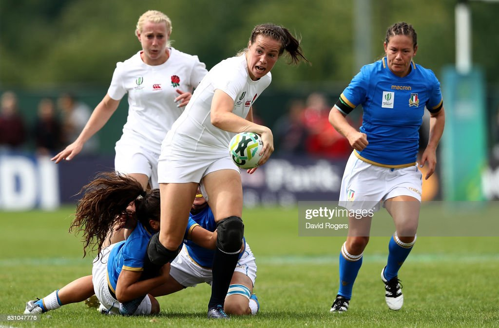 Emily Scarratt of England makes a break during the Women's Rugby World Cup 2017 between England and Italy on August 13, 2017 in Dublin, Ireland.
