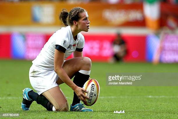 Emily Scarratt of England prepares to kick during the IRB Women's Rugby World Cup 2014 Final between England and Canada at Stade JeanBouin on August...