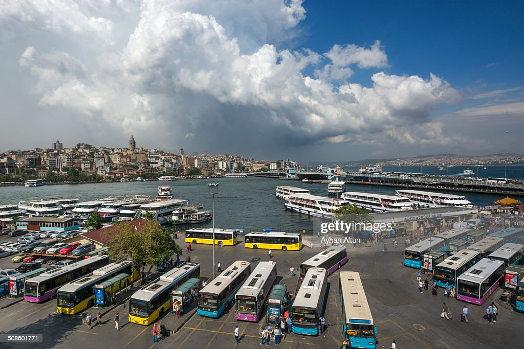 Eminonu Square and Golden Horn in Istanbul : Foto de stock