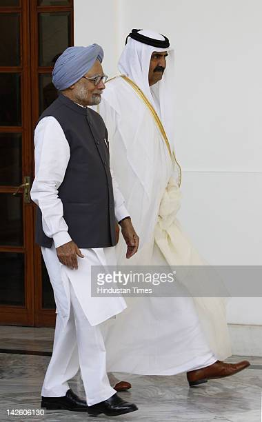 Emir of Qatar Sheikh Hamad bin Khalifa Al Thani and Prime Minister Manmohan Singh before signing of agreements at Hyderabad house on April 9 2012 in...