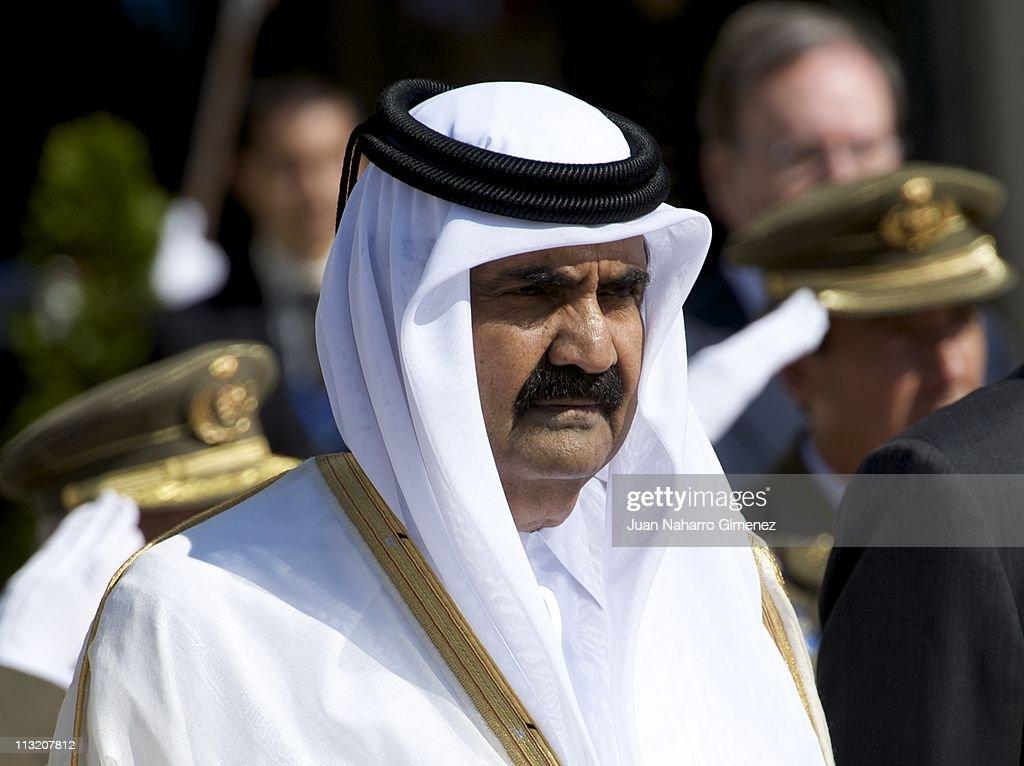 Spanish Royals Bid Farewell to the Emir of the State of Qatar and Sheikha Mozah Bint Nasser at El Pardo Palace : News Photo