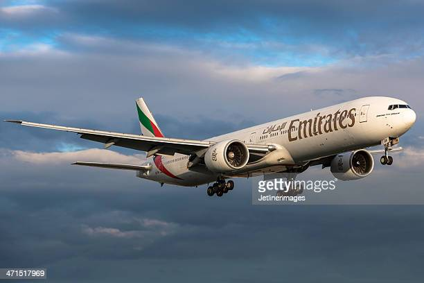 emirates airline boeing 777-300/er - emirates airline stock pictures, royalty-free photos & images
