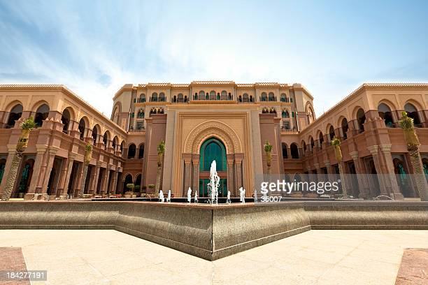 emirates palace abu dhabi - palace stock pictures, royalty-free photos & images