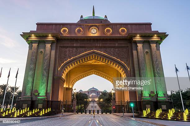 emirates palace gate - palast stock-fotos und bilder