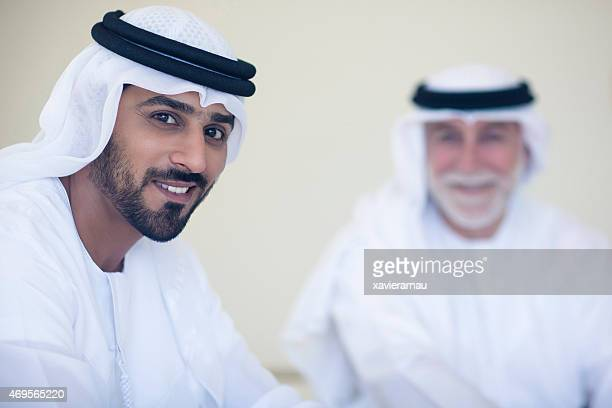 Retrato de un padre y su hijo Emirati