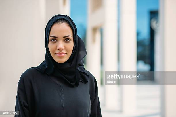 emirati woman - united arab emirates stock pictures, royalty-free photos & images