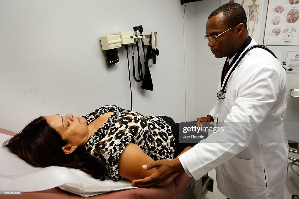 Government Recovery Act Funds South Florida Low-Income Health Clinics : News Photo