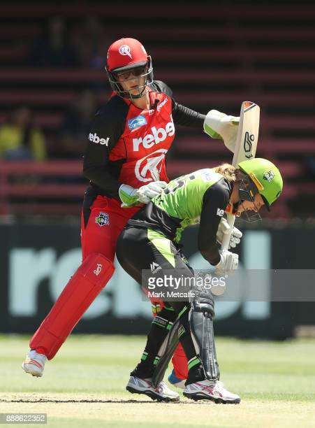Emma Inglis of the Renegades collides with Rachel Haynes of the Thunder during the Women's Big Bash League WBBL match between the Melbourne Renegades...