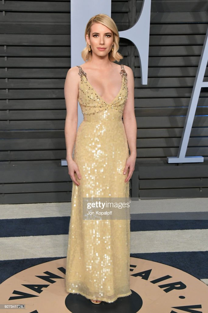Emma Roberts attends the 2018 Vanity Fair Oscar Party hosted by Radhika Jones at Wallis Annenberg Center for the Performing Arts on March 4, 2018 in Beverly Hills, California.