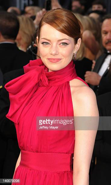 Emma Stone arrives at the 84th Annual Academy Awards at Hollywood & Highland Centre on February 26, 2012 in Hollywood, California.